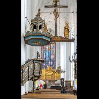 Gdansk (Danzig), Bazylika Mariacka (St. Marien), Kanzel und Blick zum Chorraum mit Hauptaltar und Triumphkreuzgruppe