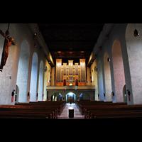 Aschaffenburg, Herz-Jesu-Kirche, Innenraum / Hauptschiff in Richtung Orgel