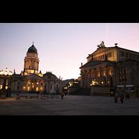 Berlin (Mitte), Konzerthaus, Großer Saal, Konzerthaus und deutscher Dom in der Dämmerung