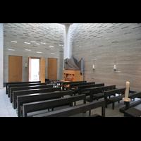 Berlin (Mitte), Katholische Akademie, St. Thomas von Aquin, Innenraum / Hauptschiff in Richtung Orgel