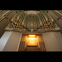 Stuttgart, Stiftskirche (Chororgel), Spieltisch und Pfeifen der Hauptwerks