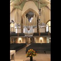 Stuttgart, Stiftskirche (Hauptorgel), Blick vom Altarraum zur Orgel