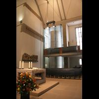 Stuttgart, Stiftskirche (Hauptorgel), Altarraum und Seitenschiff