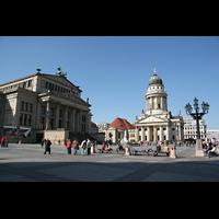 Berlin (Mitte), Konzerthaus, Großer Saal, Gendarmenmarkt mit Konzerthaus und französischer Firedrichstadtkirche
