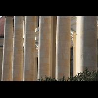 Berlin (Mitte), Französische Friedrichstadtkirche (Französischer Dom), Säulen