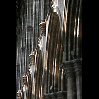 Glasgow, St. Mungo Cathedral, Säulen im Hauptschiff