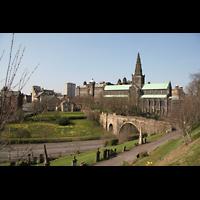 Glasgow, St. Mungo Cathedral, Blick vom Park Western Necropolis auf die Kathedrale