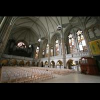 Leipzig, Peterskirche (Kapellenorgel), Innenraum mit Hauptorgel