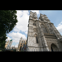 London, Westminster Abbey, Fassade und Querhaus, links der Big Ben