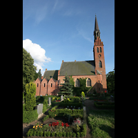 Basedow, Dorfkirche, Kirche mit Friedhof