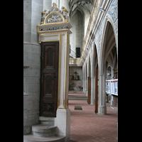 Halle (Saale), Marktkirche unserer Lieben Frauen (Chororgel), Kanzelaufgang im Seitenschiff
