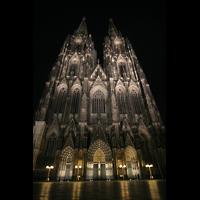 Köln, Dom St.Peter und Maria (Truhenorgel), Fassade bei Nacht