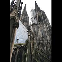 Köln, Dom St.Peter und Maria (Truhenorgel), Blick aus dem Aufzug zur Langhausorgel auf die Türme