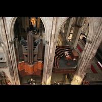 Köln, Dom St.Peter und Maria (Truhenorgel), Blick vom Domumgang auf die Querhausorgel und den Hauptspieltisch