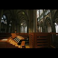 Köln, Dom St.Peter und Maria (Truhenorgel), Blick über den Hauptspieltisch in den Dom