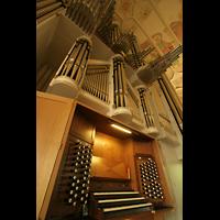 Düsseldorf Oberkassel, Auferstehungskirche (''Europa-Orgel''), Spieltisch mit Orgel