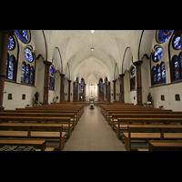Berlin (Wilmersdorf), Heilig-Kreuz-Kirche, Innenraum / Hauptschiff in Richtung Chor
