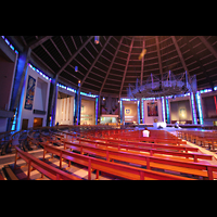 Liverpool, Metropolitan Cathedral of Christ the King, Innenraum seitlich