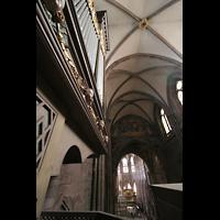 Freiburg, Münster unserer lieben Frau, Blick vom Spieltisch der Langhausorgel zum Chor