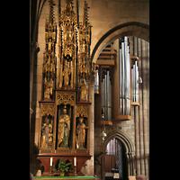 Freiburg, Münster unserer lieben Frau, Altar im Seitenschiff mit Blick zur Marienorgel