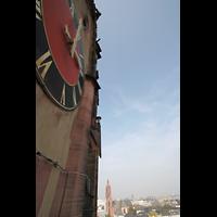 Frankfurt am Main, Dreikönigskirche, Turmhelm, im Hintergrund der Kaiserdom St. Bartholomäus
