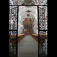 Luzern, Jesuitenkirche St. Franz Xaver (Hauptorgel), Blick durchs Eingangsgitter ins Hauptschiff