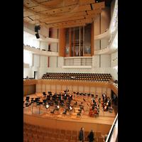 Luzern, KKL - Kultur- und Kongresszentrum, Bühne mit Orgel