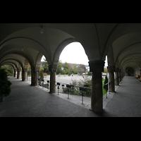 Sankt Gallen (St. Gallen) - Neudorf, St. Maria, Säulengang am Vorplatz