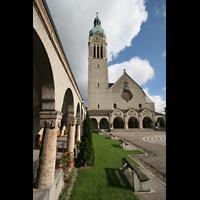 Sankt Gallen (St. Gallen) - Neudorf, St. Maria, Säulengang und Fassade