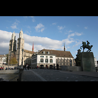 Zürich, Großmünster, Ansicht von der Münsterbrücke