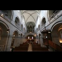 Zürich, Großmünster, Innenraum / Hauptschiff in Richtung Orgel