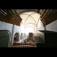 Zürich, Großmünster, Blick vom Spieltisch über die Rückpositive in die Kirche