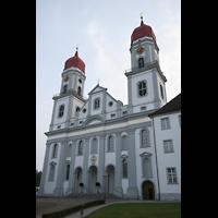 Sankt Urban (St. Urban), Klosterkirche, Fassade mit Türmen und Hauptportal