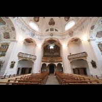 Muri, Klosterkirche (Chorpositiv), Blick zur Hauptorgel, beleuchtet