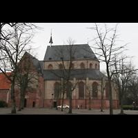 Norden, St. Ludgeri, Außenansicht und Marktplatz