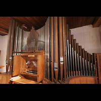 Berlin (Zehlendorf), Ernst-Moritz-Arndt-Kirche, Orgel mit Spieltisch