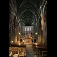 Xanten, Dom St. Viktor, Innenraum / Hauptschiff in Richtung Chor