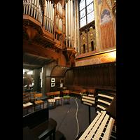 Kevealer, Marienbasilika, Spieltisch und Blick zur Orgel