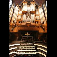 Kevealer, Marienbasilika, Orgel mit Spieltisch