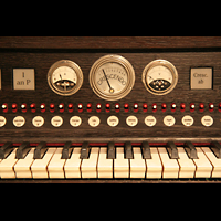 Kevealer, Marienbasilika, Instrumente am Spieltisch