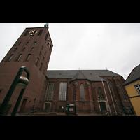 Weeze, St. Cyriakus, Turm und Seitenansicht