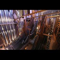 Bremen, Dom St. Petri (Klop-Orgel), Hauptwerks- und Prospektpfeifen von hinten