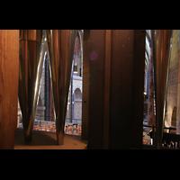 Bremen, Dom St. Petri (Klop-Orgel), Blick durch die Prospektpfeifen in den Dom
