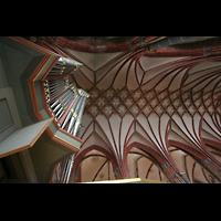 Bremen, Dom St. Petri (Klop-Orgel), Bachorgel und Deckengewölbe im Seitenschiff