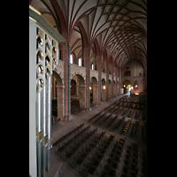 Bremen, Dom St. Petri (Klop-Orgel), Blick über das Rückpositiv der Bachorgel ins Seitenschiff