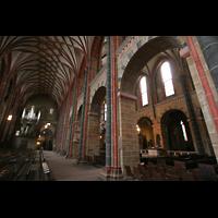Bremen, Dom St. Petri (Klop-Orgel), Seitenschiff mit Bachorgel und Blick ins Hauptschiff