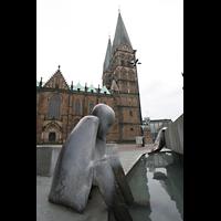 Bremen, Dom St. Petri (Klop-Orgel), Dom mit Brunnen auf dem Domshof im Vordergrund