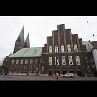 Bremen, Glockensaal, Ansicht von der Domsheide aus - Im Hintergrund der Dom