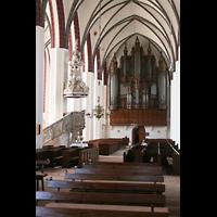 Tangermünde, St. Stephan, Hauptschiff mit Kanzel und Orgel