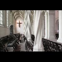 Braunschweig, Dom St. Blasii (Hauptorgel), Blick zum Imervard-Kreuz im nördlichen Seitenschiff